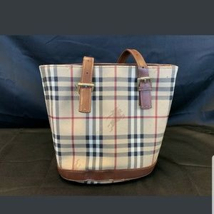 Authentic Burberry Bucket Handbag And Accessories